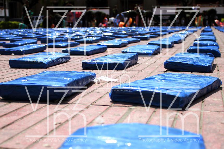 CUCUTA -COLOMBIA-5-NOVIEMBRE-2014.La policia metropolitana de Cucuta incauto 4 toneladas de marihuana en el sitio La Insula de esta ciudad  , valorada en unos $13.000 millones de pesos ,el coronel de la Policia Nacional  Gonzalo Carrero hizo una demostracion de la droga./ Cucuta Metropolitan Police unwary 4 tons of marijuana at the site The Insula of the city, valued at $ 13,000 million, Colonel Gonzalo Carrero of National Police  made ??a demonstration of the drug. XXXX Photo:rVizzorImage / Manuel Hernandez / Stringer