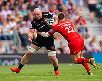 Exeter Chiefs' Matt Kvesic evades the tackle of Saracens' Nick Tompkins<br /> <br /> Photographer Bob Bradford/CameraSport<br /> <br /> Gallagher Premiership Final - Exeter Chiefs v Saracens - Saturday 1st June  2018 - Twickenham Stadium - London<br /> <br /> World Copyright © 2019 CameraSport. All rights reserved. 43 Linden Ave. Countesthorpe. Leicester. England. LE8 5PG - Tel: +44 (0) 116 277 4147 - admin@camerasport.com - www.camerasport.com