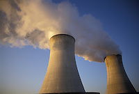 AJ3917, nuclear power plant, cooling towers, Limerick, Pennsylvania, Steam rising from the cooling towers at Philadelphia Electric Company Nuclear Power Generating Station in Limerick in the state of Pennsylvania.