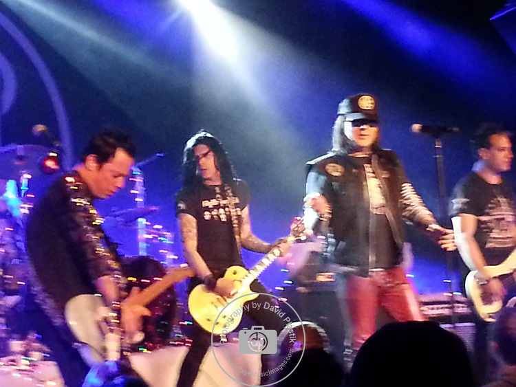Taime Downe with The Sin City Sinners