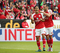 Football - 1. Bundesliga - 09.09.2017,<br /> 1. FSV MAINZ 05 vs. BAYER 04 LEVERKUSEN, <br /> Ausgleich  Yoshinori Muto, Levin OEztunali (both Mainz) freut sich and ihm, <br /> <br />   *** Local Caption ***  pixathlon<br /> Contact: +49-40-22 63 02 60 , info@pixathlon.de