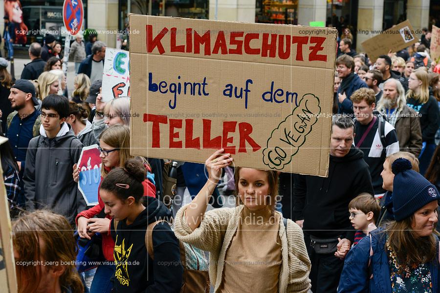 GERMANY, Hamburg city, Fridays for future movement, All for Climate rally with 70.000 protesters for climate protection / DEUTSCHLAND, Hamburg, Jungfernstieg und Binnenalster, Fridays-for future Bewegung, Alle fürs Klima Demo fuer Klimaschutz, Banner fuer vegane Ernaehrung und gegen Fleischkonsum, 20.9.2019