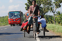 "Asien Suedasien Bangladesh , Rikscha und Bus auf Strasse  -  xagndaz | .South asia Bangladesh , people at bicycle rikshaw and bus on the road - transport .| [ copyright (c) Joerg Boethling / agenda , Veroeffentlichung nur gegen Honorar und Belegexemplar an / publication only with royalties and copy to:  agenda PG   Rothestr. 66   Germany D-22765 Hamburg   ph. ++49 40 391 907 14   e-mail: boethling@agenda-fototext.de   www.agenda-fototext.de   Bank: Hamburger Sparkasse  BLZ 200 505 50  Kto. 1281 120 178   IBAN: DE96 2005 0550 1281 1201 78   BIC: ""HASPDEHH"" ,  WEITERE MOTIVE ZU DIESEM THEMA SIND VORHANDEN!! MORE PICTURES ON THIS SUBJECT AVAILABLE!!  ] [#0,26,121#]"
