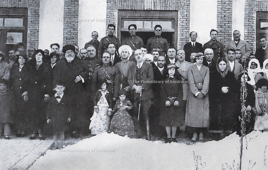 Iran 1930? Mahabad, in the middle with a white turban, Qazi Mohammed, , left with a black turban, Qazi Sheikh Hussein. <br /> Iran 1930? .A Mahabad, au milieu avec un turban blanc, Qazi Mohammed, a gauche, avec un turban noir, Qazi Sheikh Hussein