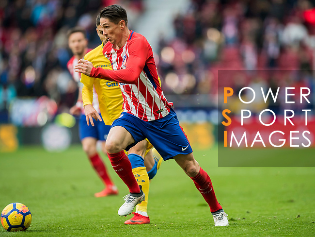 Fernando Torres (R) of Atletico de Madrid competes for the ball with Hernan Dario Toledo of UD Las Palmas during the La Liga 2017-18 match between Atletico de Madrid and UD Las Palmas at Wanda Metropolitano on January 28 2018 in Madrid, Spain. Photo by Diego Souto / Power Sport Images