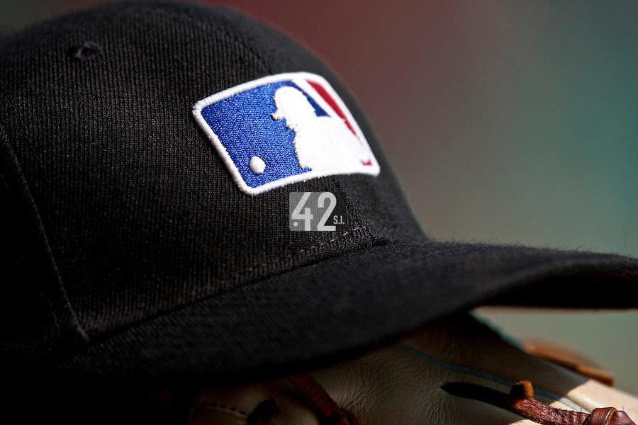 Baseball - MLB European Academy - Tirrenia (Italy) - 22/08/2009 - Cap and glove, MLB logo