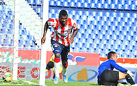 BARRANQUIILLA -COLOMBIA- 05-10-2014. Yessy Mena (Izq) jugador de Atlético Junior celebra un gol anotado a La Equidad durante partido por la fecha 13 de la Liga Postobón II 2014 jugado en el estadio Metropolitano Roberto Meléndez de la ciudad de Barranquilla./ Yessy Mena (L) player Atletico Junior celebrates a goal scored to La Equidad during match for the 13th date of the Postobon League II 2014 played at Metropolitano Roberto Melendez stadium in Barranquilla city.  Photo: VizzorImage/Alfonso Cervantes/STR