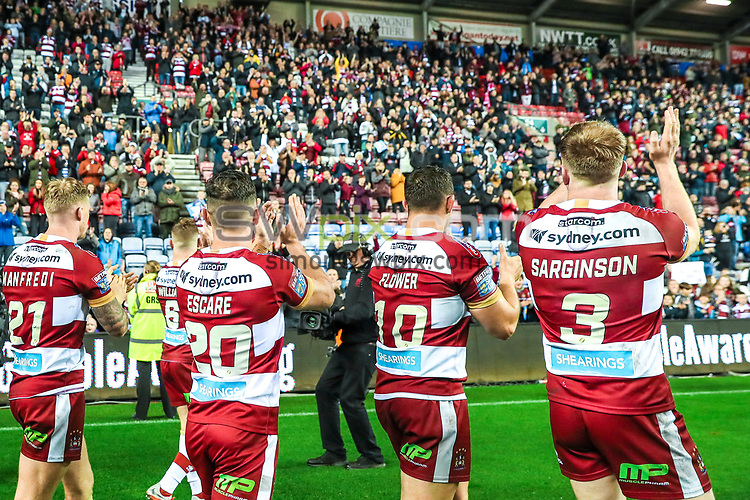 Picture by Alex Whitehead/SWpix.com - 05/10/2018 - Rugby League - Betfred Super League Semi-Final - Wigan Warriors v Castleford Tigers - DW Stadium, Wigan, England - Wigan players celebrate the win.