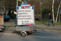 """AfD-Plakat gegen Fluechtlinge in Berlin-Zehlendorf.<br />Mit dem Plakat """"Warum raeumt eigentlich niemand den Oranienplatz? Tschuess Rechtsstaat"""" beteiligt sich die rechte Partei Partei an der Stimmumgsmache von CDU, Pro-Deutschland, NPD und verschiedenen Berliner Boulevard- und Tageszeitungen gegen die Fluechtlinge, die seit ueber einem Jahr auf dem Oranienplatz in Berlin-Kreuzberg campieren. <br />30.3.2014, Berlin<br />Copyright: Christian-Ditsch.de<br />[Inhaltsveraendernde Manipulation des Fotos nur nach ausdruecklicher Genehmigung des Fotografen. Vereinbarungen ueber Abtretung von Persoenlichkeitsrechten/Model Release der abgebildeten Person/Personen liegen nicht vor. NO MODEL RELEASE! Don't publish without copyright Christian-Ditsch.de, Veroeffentlichung nur mit Fotografennennung, sowie gegen Honorar, MwSt. und Beleg. Konto:, I N G - D i B a, IBAN DE58500105175400192269, BIC INGDDEFFXXX, Kontakt: post@christian-ditsch.de]"""