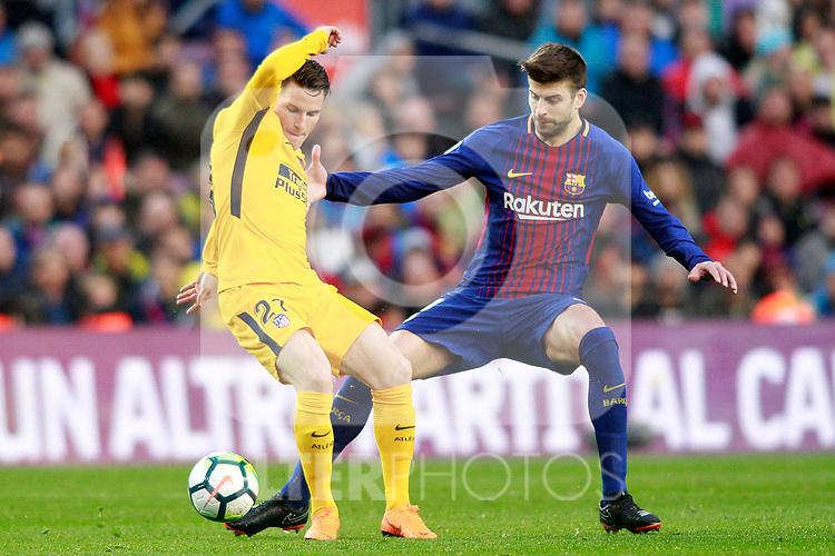 FC Barcelona's Gerard Pique (r) and Atletico de Madrid's Kevin Gameiro during La Liga match. March 4,2018. (ALTERPHOTOS/Acero)