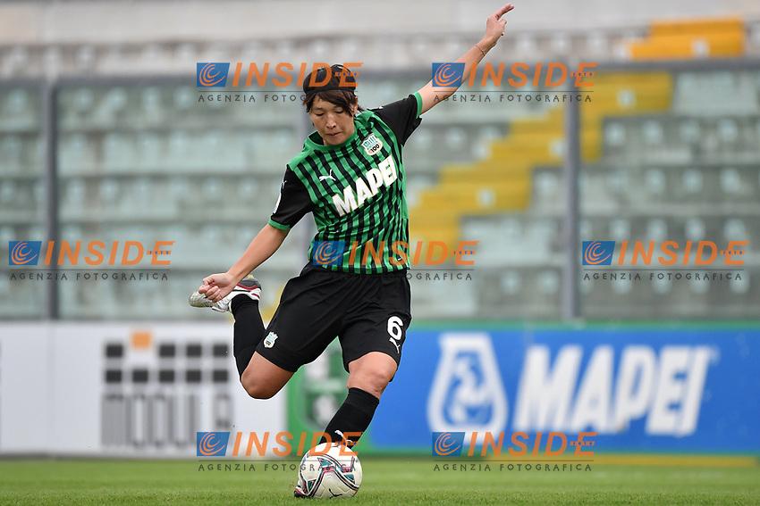 Mana Mihashi of Sassuolo shoots a free kick during the women Serie A football match between US Sassuolo and Hellas Verona at Enzo Ricci stadium in Sassuolo (Italy), November 15th, 2020. Photo Andrea Staccioli / Insidefoto