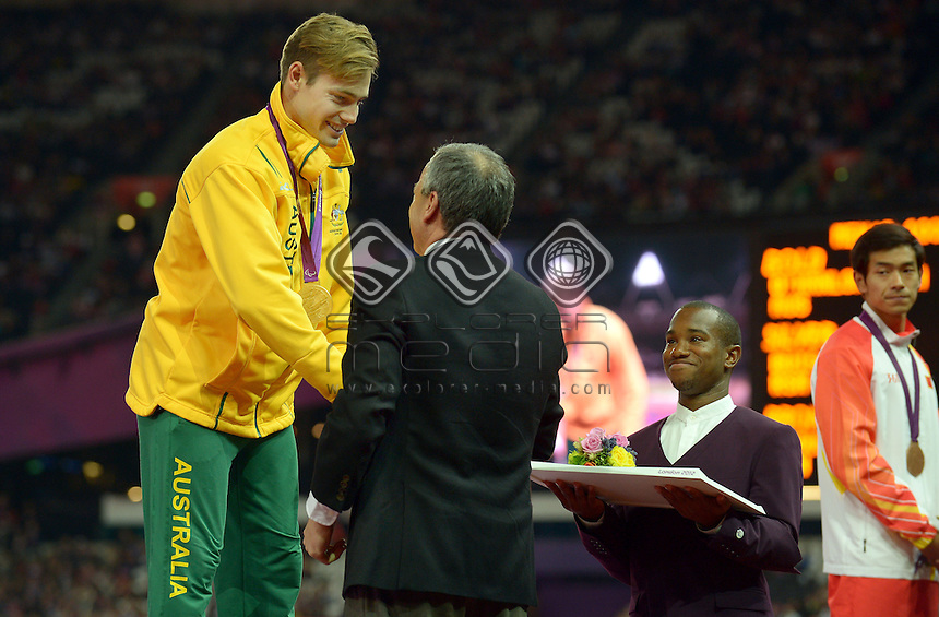 Gold medalist in the 100m Evan O'Hanlon with<br /> APC President Greg Hartung<br /> Athletics : 800m (Saturday 1 Sept )<br /> Paralympics - Summer / London 2012<br /> London England 29 Aug - 9 Sept <br /> © Sport the library / Jeff Crow