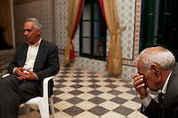 Tunisia, il dopo rivoluzione. Riunione politica a Sidi Bouzid. Due politici seduti in una sala elegante. <br /> TUNISIA after spring revolution political meeting in Sidi Bouzid