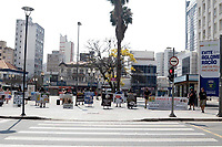 Campinas (SP), 13/09/2020 - Ato professores - Professores da cidade de Campinas (SP), realizaram um ato neste domingo (13), contra o retorno das aulas presenciais devido ao covid-19. Eles caminharam com faixas do Largo do Rosário ate a escadaria da prefeitura.