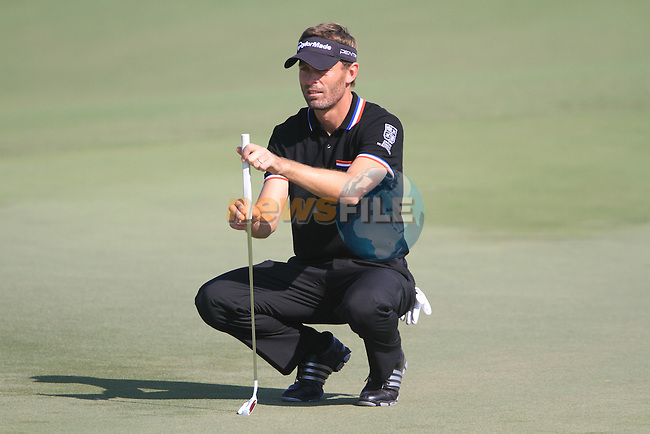 Raphael Jacquelin lines up his putt on the 8th green during Day 1 of the Dubai World Championship, Earth Course, Jumeirah Golf Estates, Dubai, 25th November 2010..(Picture Eoin Clarke/www.golffile.ie)