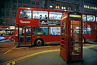 Transporte urbano em Londres. Inglaterra. 2008. Foto de Juca Martins.