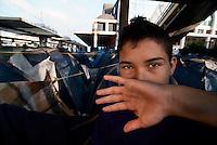 """Roma / Italia - 12/2011.Giovani profughi provenienti dall'Afghanistan accampati presso il binario 15 della Stazione Ostiense, nel centro della capitale..Essendo tutti minori non accompagnati, ho reso irriconoscibili i loro volti al fine di salvaguardare la loro identità e sicurezza. Le persone a volto scoperto sono i mediatori culturali della Associazione """"Albero della vita"""" che mi hanno autorizzato alla pubblicazione delle immagini..Foto Livio Senigalliesi"""