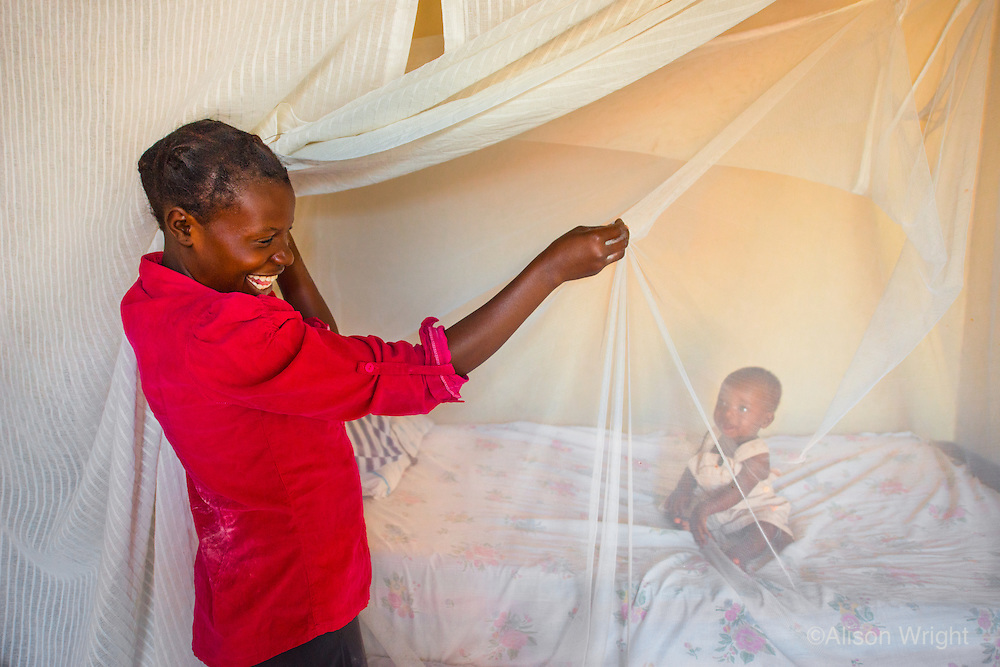 AWright_UG_001009.jpg<br /> Uganda<br /> As part of BRAC's health program, community health workers in the Mbale district show mothers like Suzan Nabwami how to set up mosquito nets to help prevent malaria.