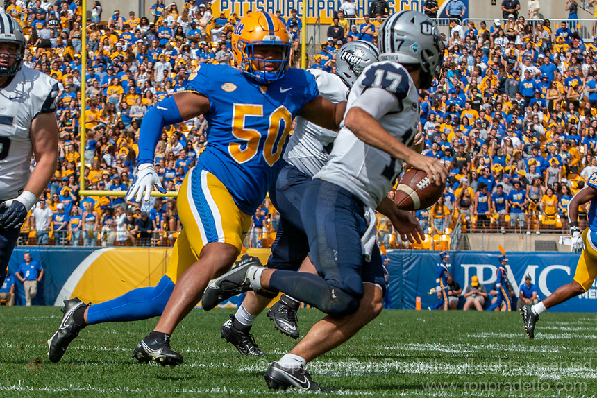 Pitt defensive lineman Dayon Hayes pressures New Hampshire quarterback Bret Edwards. The Pitt Panthers defeated the New Hampshire Wildcats 77-7 at Heinz Field, Pittsburgh, Pennsylvania on September 25, 2021.
