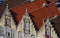 Belgien, Flandern, Stufengiebelhäuser am Grote Markt in Veurne