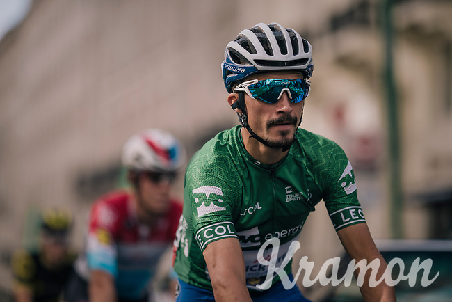 GC leader Julian Alaphilippe (FRA/Quick Step Floors) to the start<br /> <br /> Stage 8: London to London (77km)<br /> 15th Ovo Energy Tour of Britain 2018