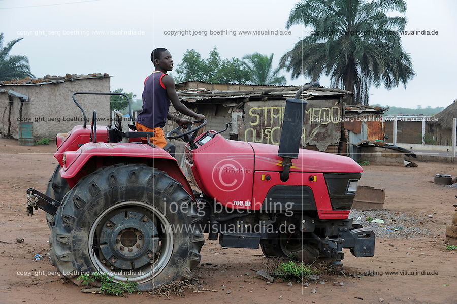 """ANGOLA Malanje, """"election tractor"""" in many villages new tractors were given to chiefs by the party in power MPLA as gift before election, after unexperienced use the tractors are out of order and there is now money for spare parts or maintainance  / ANGOLA Malanje , """"election tractor"""" in vielen Doerfern verrotten neue Traktoren ungenutzt, sie wurden als Wahlkampfgeschenke von der Regierungspartei MPLA an Dorf chiefs verteilt"""