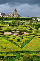 France, Indre-et-Loire (37), Villandry, jardins et château de Villandry, le jardin d'ornement en topiaires d'ifs et de buis un jour tempête (tempête Miguel du 7 juin 2019 )