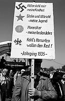 BERLINO / GERMANIA - 3 OTTOBRE 1990.MANIFESTAZIONE DEI GRUPPI DI SINISTRA NEL QUARTIERE DI KREUZBERG CONTRO L'UNIFICAZIONE DELLA GERMANIA..FOTO LIVIO SENIGALLIESI..BERLIN / GERMANY - 3 OCTOBER 1990.LEFT WING GROUPS PROTEST AGAINST REUNIFICATION OF GERMANY. .PHOTO BY LIVIO SENIGALLIESI