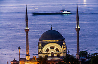 Europe/Turquie/Istanbul :  Mosquée du Palais de Dolmabahçe, Mosquée Besmi- Alem Sultan  //  Europe / Turkey / Istanbul: Dolmabahçe Palace Mosque, Besmi- Alem Sultan Mosque