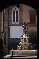 Europe/Italie/Emilie-Romagne/Bologne : Place et fontaine de Neptune (dieu de la mer)