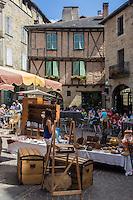 France, Midi-Pyrénées, Lot (46), Figeac:   Marché à la brocante , place Champollion // France, Midi Pyrenees, Lot),  Figeac: Secondhand trade , Champollion place
