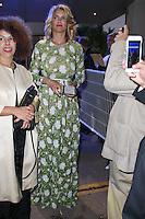 alice taglioni quittant le palais des festivals apres le repas d ouverture du soixante neuvieme festivals du film a cannes se deroulant au salon des ambassadeurs le mercredi 11 mai 2016
