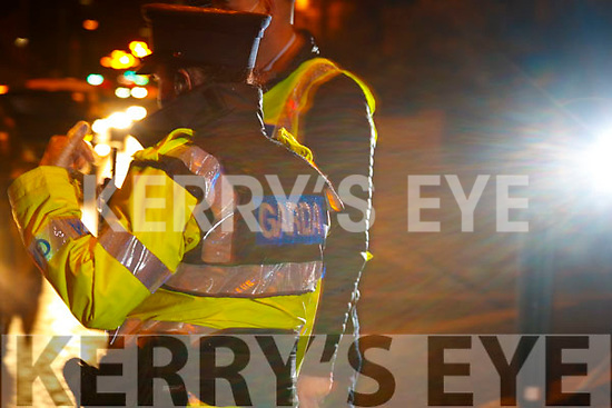 Gardai Tom Sugrue and Eilis Cronin on duty at a checkpoint in Oakpark, Tralee on Tuesday night.