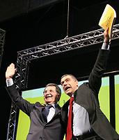 Roma 11 02 2006 Unione:Presentazione del Programma 2006-2011<br /> Nella foto il segretario dei Verdi Alfonso Pecoraro Scanio e il leader dell'Unione Romano Prodi<br /> Photo Serena Cremaschi Insidefoto