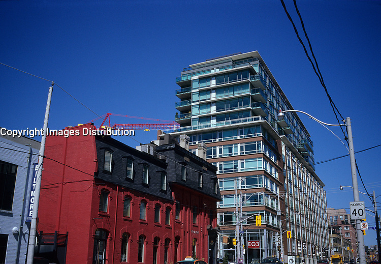 Toronto (ON) CANADA, April 20, 2007<br /> <br /> Red store and  Condominium building in Toronto<br /> <br />     photo by Pierre Roussel - Images Distribution