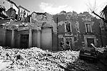 EARTHQUAKE IN ABRUZZO: THE FIRST 72 HOURS..L'AQUILA, PAGANICA, ONNA..Il palazzo del governo.
