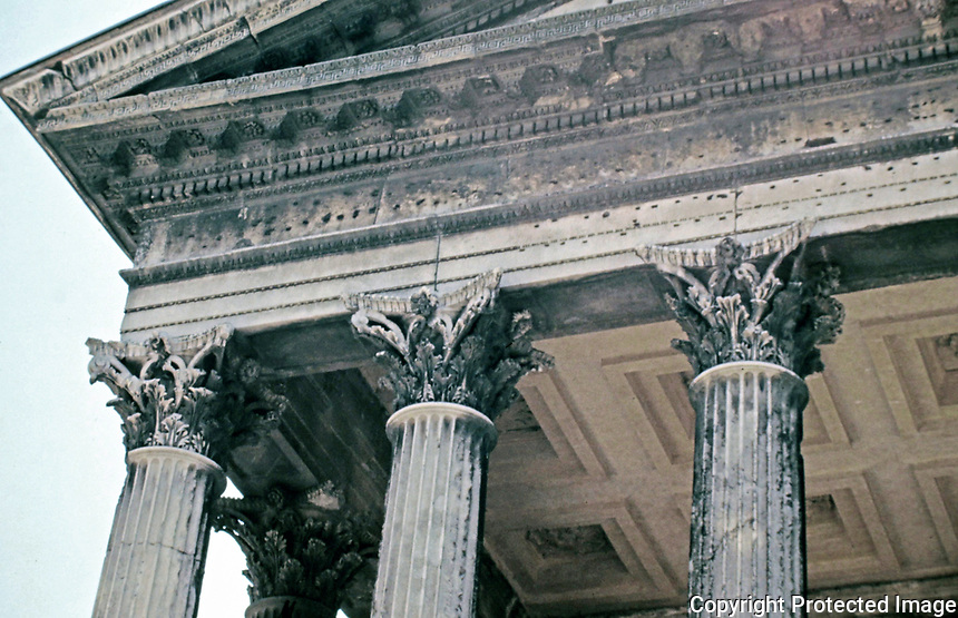 Maison Carrée detail of corinthian columns, lintel, pediment and architrave