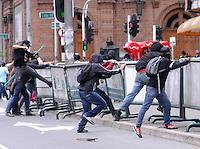 MEDELLIN - COLOMBIA - 01-05-2014: Manifestantes tumban barreras de protección durante el dia del Trabajo. / Protesters knock down barriers of protection during the Labour day./ Photo: VizzorImage / Luis Rios / Str.