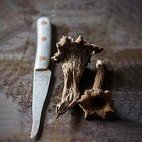 Gastronomie générale, Trompettes de la mort -  Stylisme : Valérie LHOMME // Gastronomy, Craterellus cornucopioides or trumpet of the dead