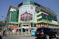 NEPAL Kathmandu, shopping mall / Einkaufszentrum