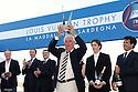 Louis Vuitton Trophy La Maddalena 6 giugno 2010. Un momento della premiazione ufficiale. Un rappresentante di Emirates Team New Zealand solleva il prestigioso trofeo vinto dai kiwi