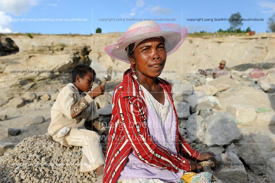 """MADAGASCAR Antananarivo, catholic priest Per Pedro Opeka has build Akamasoa a social community project with housing schemes, health units and schools for the poorest of Tana, work in quarry for house construction, woman Marthine Razanamavo  / MADAGASKAR Pater Pedro Opeka hat die Gemeinde Akamasoa , auf madagassisch """"gute Freunde"""" , mit Muellsammlern, Bettlern und Sozialschwachen auf einem Huegel bei Antananarivo erbaut, Teil des Projektes sind Hausbau, Schulen, Krankenhaeuser und Beschaeftigung, Arbeit im Steinbruch fuer den Hausbau, Frau Marthine Razanamavo"""