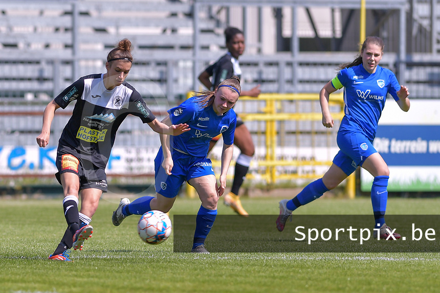 Justine Blave (22) of Eendracht Aalst and Fleur Pauwels (66) of KRC Genk pictured during a female soccer game between Eendracht Aalst and Racing Genk on the 10 th and last matchday of play off 2 of the 2020 - 2021 season of Belgian Scooore Womens Super League , Saturday 29 st of May 2021  in Aalst , Belgium . PHOTO SPORTPIX.BE | SPP | STIJN AUDOOREN
