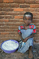 MALAWI, Lilongwe, maize mill, child with flour dust in face / MALAWI, Maismuehle, Kind mit Mehlstaub im Gesicht