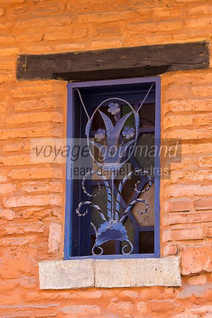 Europe/France/Midi-Pyrénées/31/Haute-Garonne/Toulouse:  Détail fenêtre violette,  Rue Pharaon