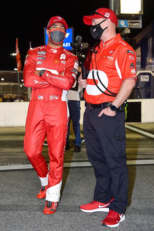 #23: Bubba Wallace, 23XI Racing, Toyota Camry DoorDash crew chief Michael Wheeler