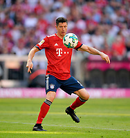 12.05.2018, Football 1. Bundesliga 2017/2018, 34.  match day, FC Bayern Muenchen - VfB Stuttgart, in Allianz-Arena Muenchen. Robert Lewandowski (FC Bayern Muenchen). *** Local Caption *** © pixathlon<br /> <br /> +++ NED + SUI out !!! +++<br /> Contact: +49-40-22 63 02 60 , info@pixathlon.de