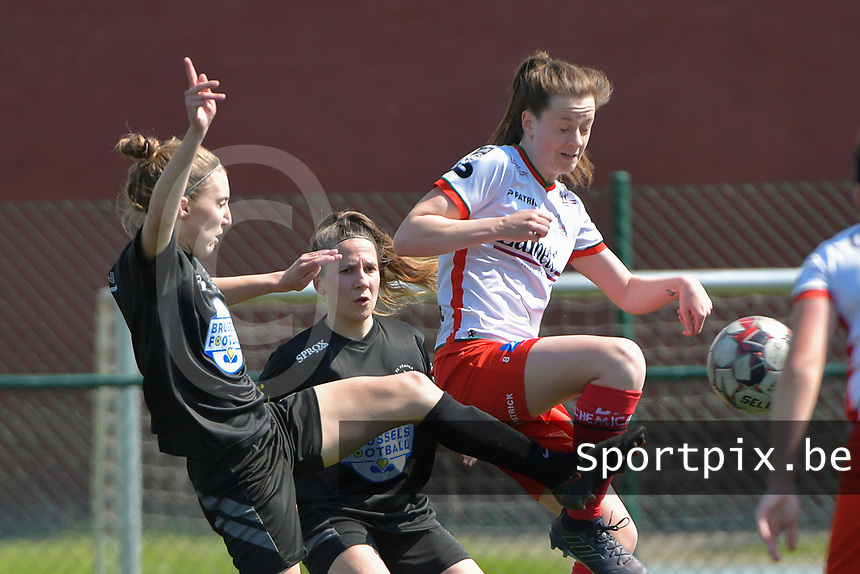 Summer Rogiers (8) of Zulte Waregem and Selina Gijsbrechts (11) of Woluwe  pictured during a female soccer game between SV Zulte - Waregem and White Star Woluwe on the 10 th and last matchday in play off 2 of the 2020 - 2021 season of Belgian Scooore Womens Super League , saturday 29 of May 2021  in Zulte , Belgium . PHOTO SPORTPIX.BE   SPP   DIRK VUYLSTEKE