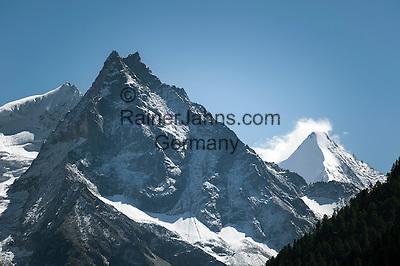 Switzerland, Canton Valais, Val d'Anniviers, near Zinal: left summit Besso, 3.668 m; right summit Ober Gabelhorn (Obergabelhorn), 4.063 m in the Valais Alps | Schweiz, Kanton Wallis, Val d'Anniviers, bei Zinal: links der Besso, 3.668 m; rechts das Ober Gabelhorn (Obergabelhorn), 4.063 m in den Walliser Alpen