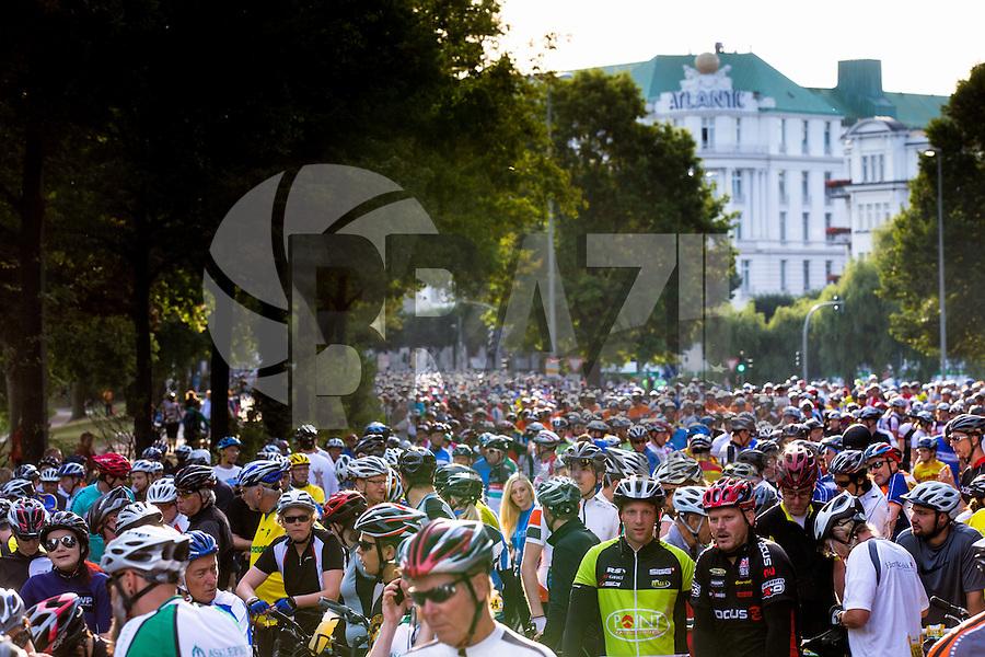 HAMBURGO, ALEMANHA, 25.08.2013 - CICLISMO HAMBURGO - Ciclistas durante a competição Vattenfall Ciclismo Classico 2013, na cidade de Hambrugo na Alemanha, neste domingo, 25. (Foto: Henning Angerer / Pixathlon / Brazil Photo Press).